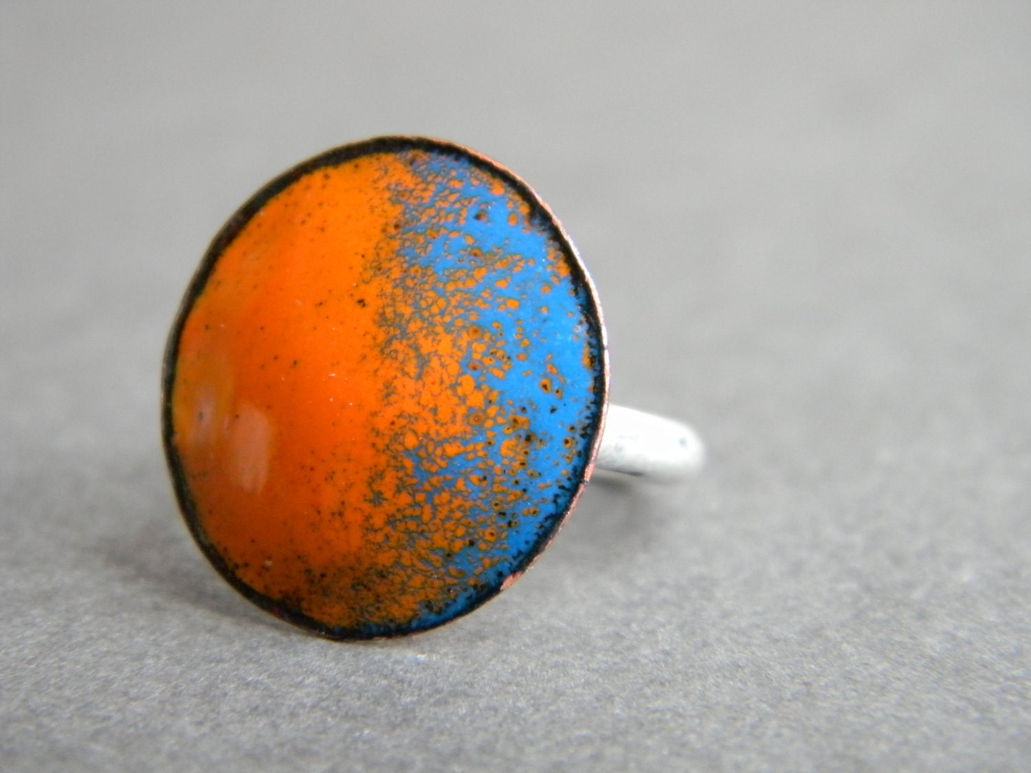 Bright Lights enamel cocktail ring orange and blue - katerieppeljewelry