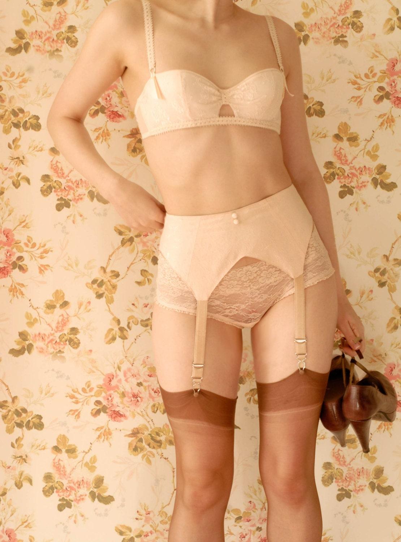 1930s Peach Suspender BeltGarter Belt. Handmade. U.K Sizes 6810121416