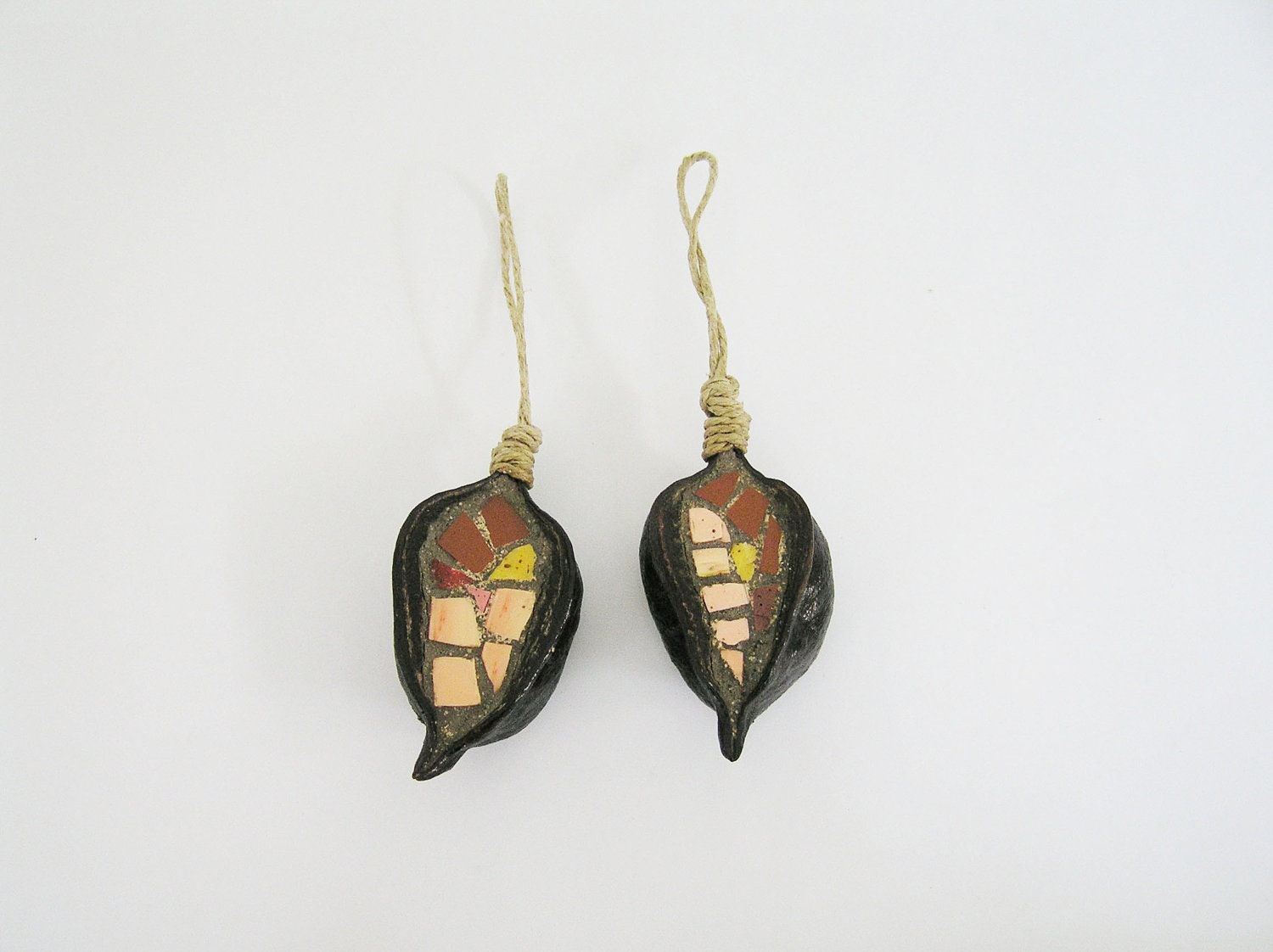 ornaments - mosaic handmade in 2 natural pods - Christmas Tree and House decoration