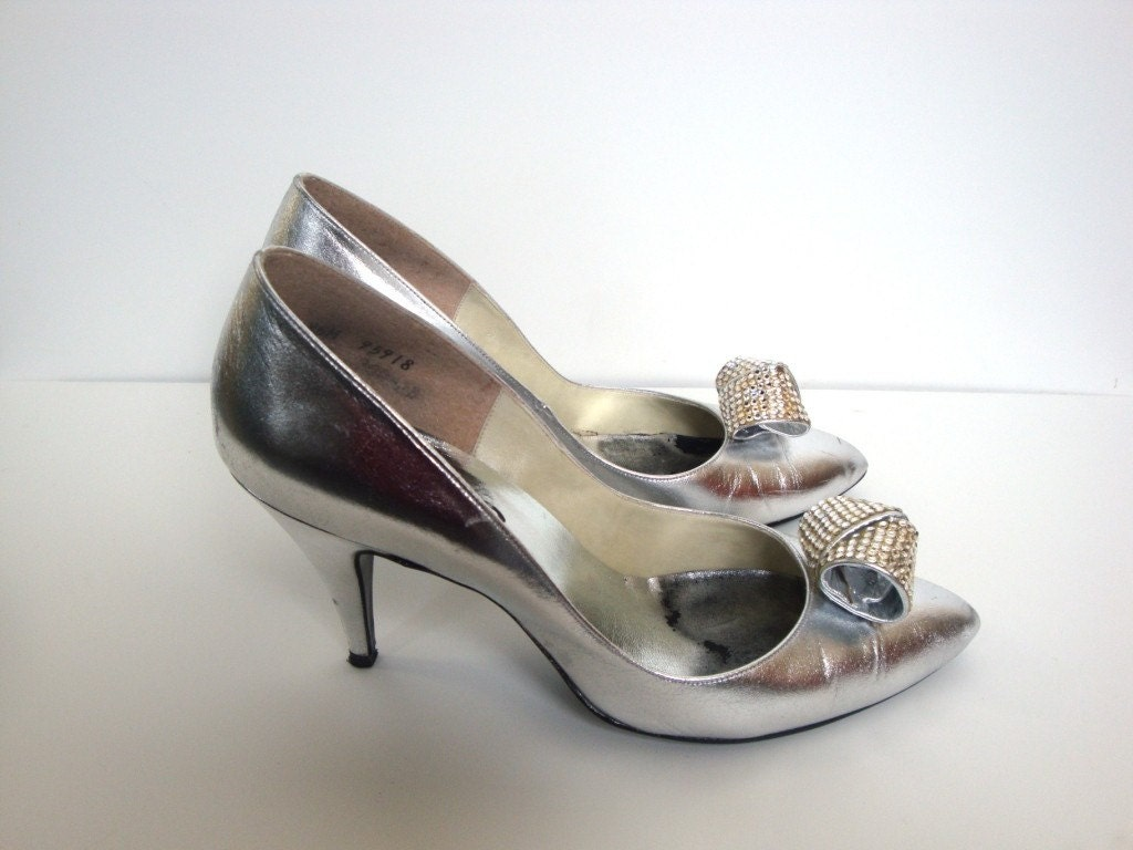 clarice vintage metallic silver high heels with rhinestone bow