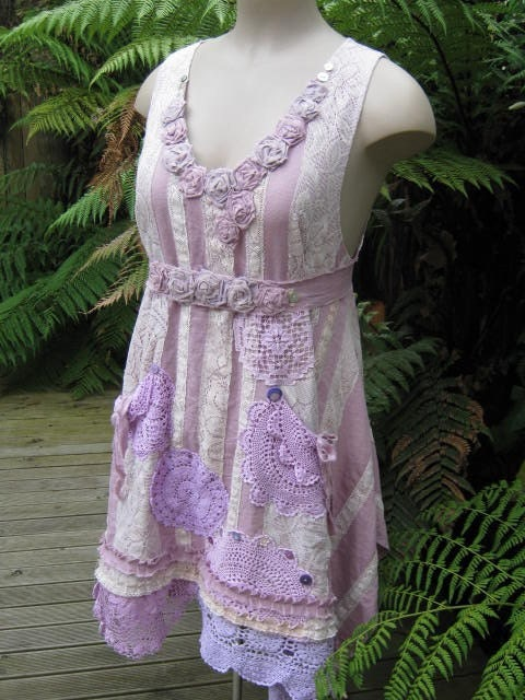 VINTAGE KITTY.. TUNIC DRESS.. NATURAL LINEN, GRUNGY HAND DYED LAVENDER... CROCHET, MOTHER OF PEARL AND ROSES.. MED-LARGE..