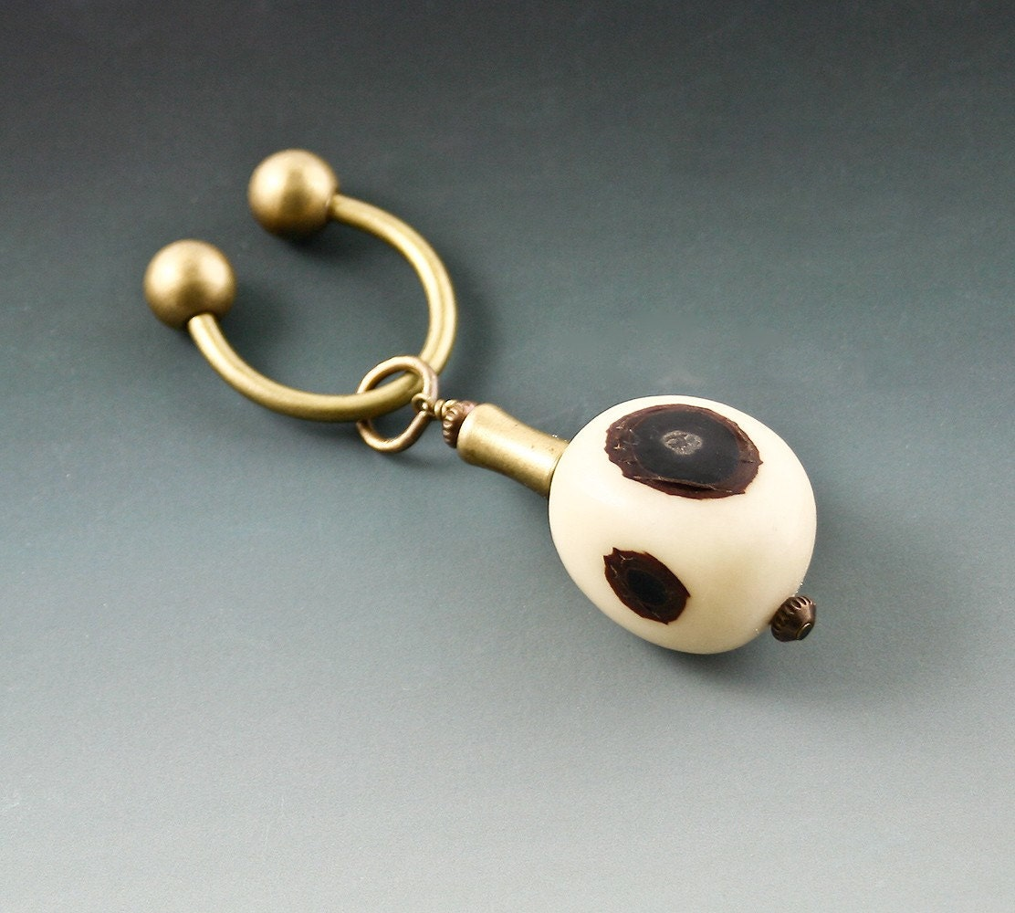 Key Ring - Natural Seed from the Amazon Rainforest and Brass - Eco Friendly