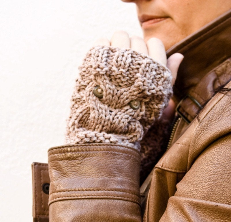 Little owl fingerless gloves in beige