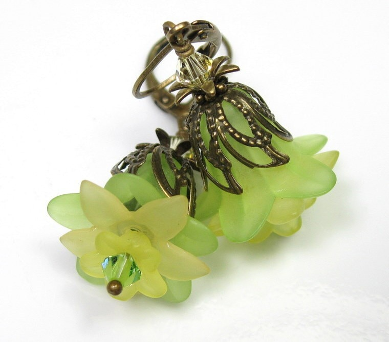 Spring Green Lucite Flower Vintage Style Earrings