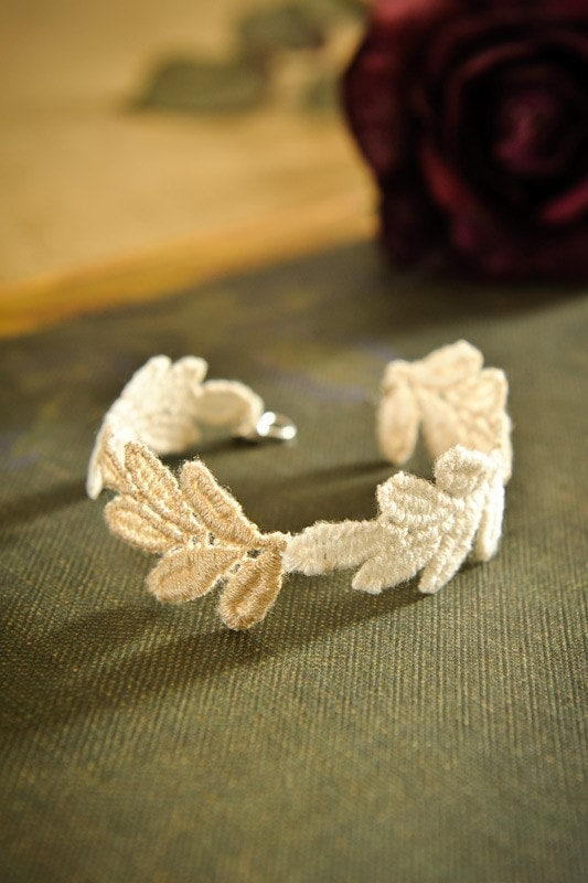 "Ivory and Champagne Foliage Lace Bracelet ""Sweet Bay"""