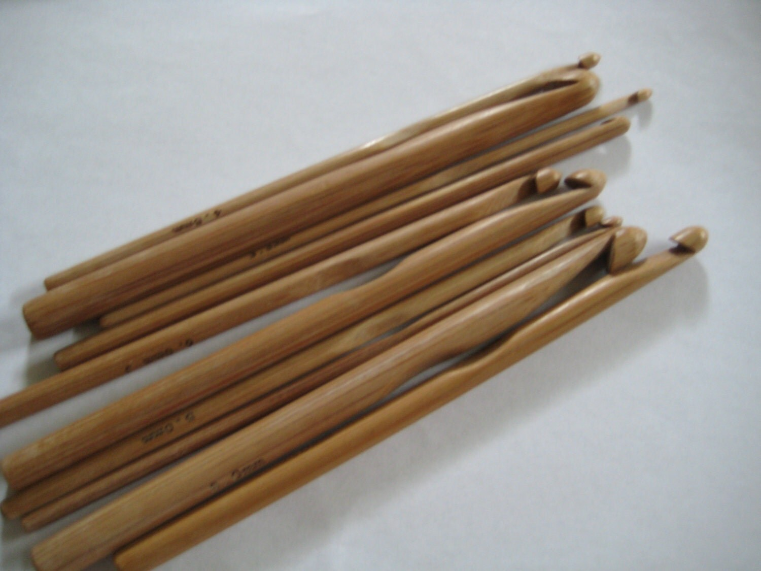 13 size Bamboo crochet hooks 2.75-10.0mm (A COMPLETE set from US size C to size N)