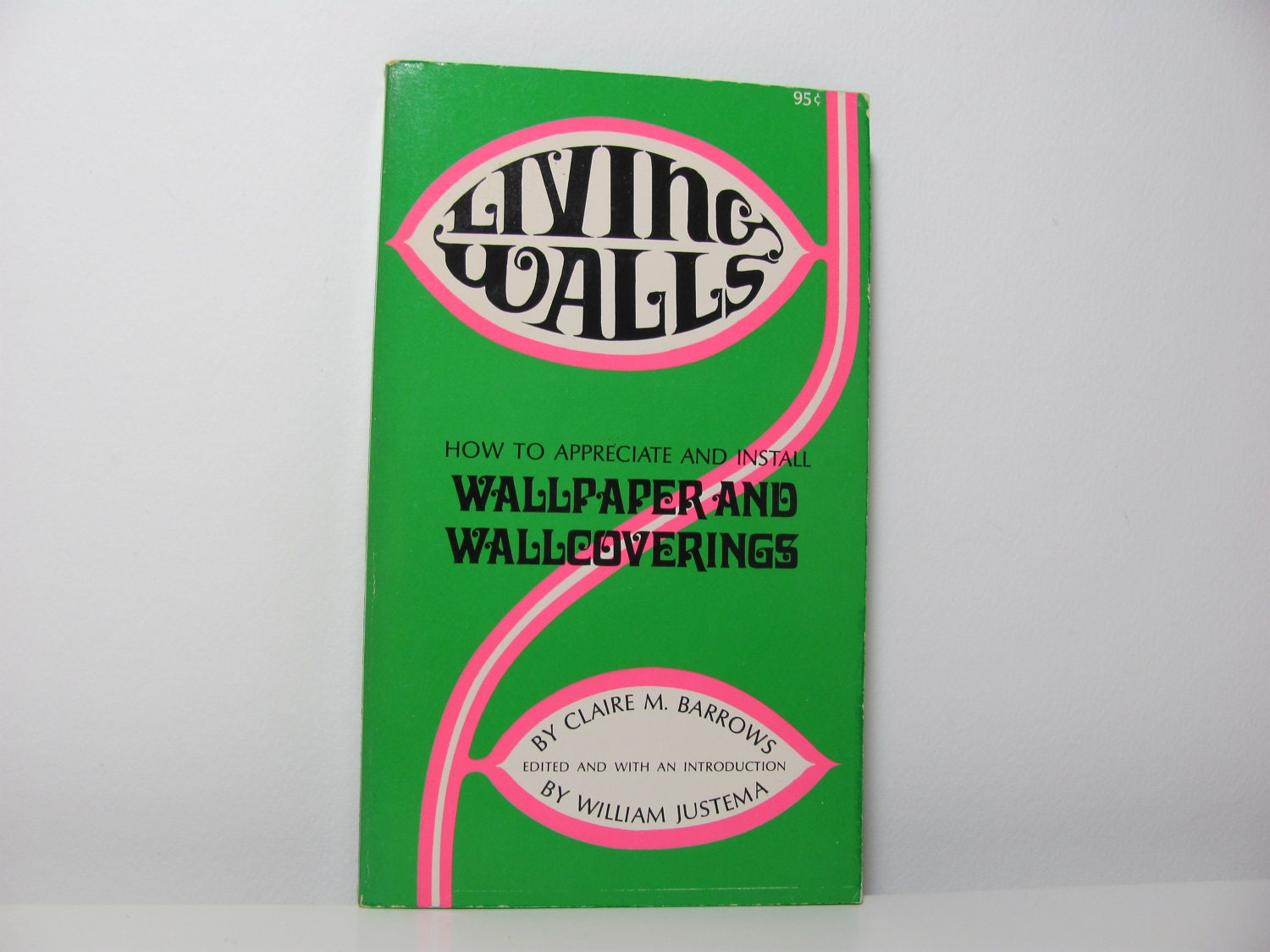 Living Walls: How to Appreciate and Install Wallpaper and Wallcoverings Claire M. Barrows