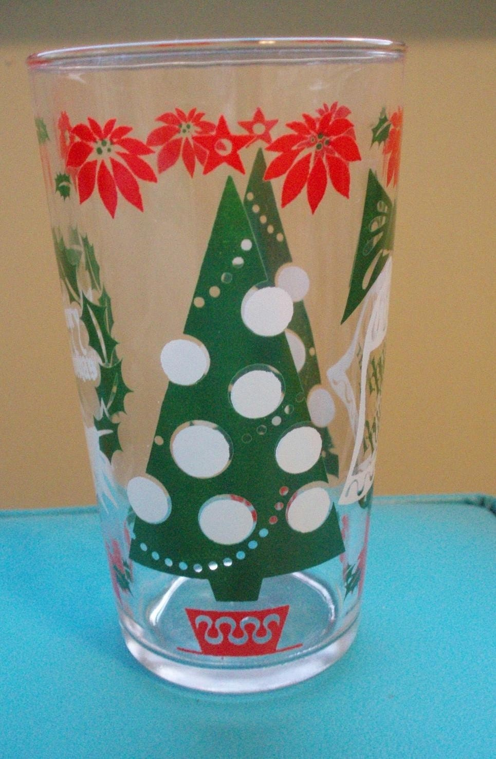 Mid century modern holiday glassware! This set of 4 is a must have for any vintage holiday table setting!