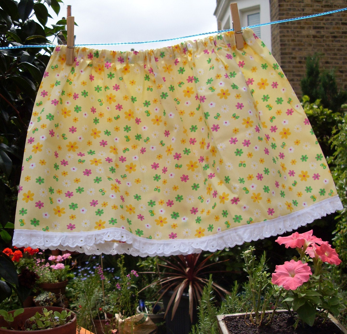 Sunshine Skirt (3 to 4 years) 10 dollars    Free shipping