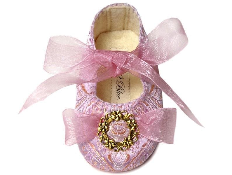 бебешки обувки за принцеса .