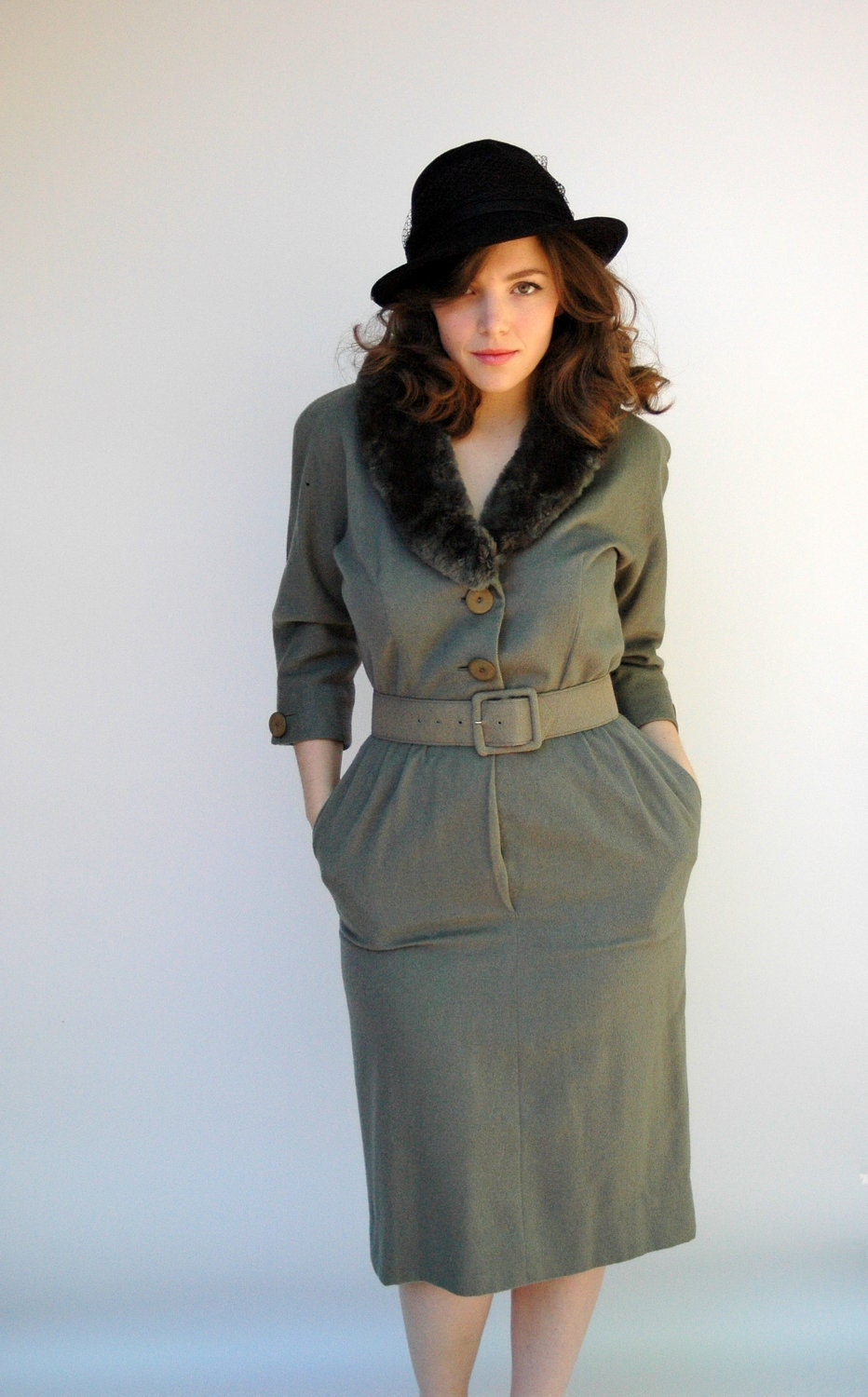 vintage moss green cashmere womens dress from 1940s with beaver collar