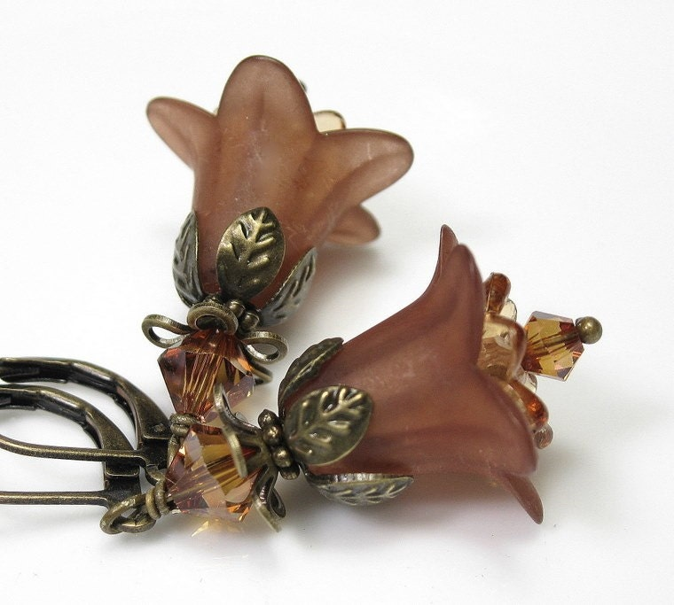 Cafe au Lait Swarovski Vintage Style Flower Earrings