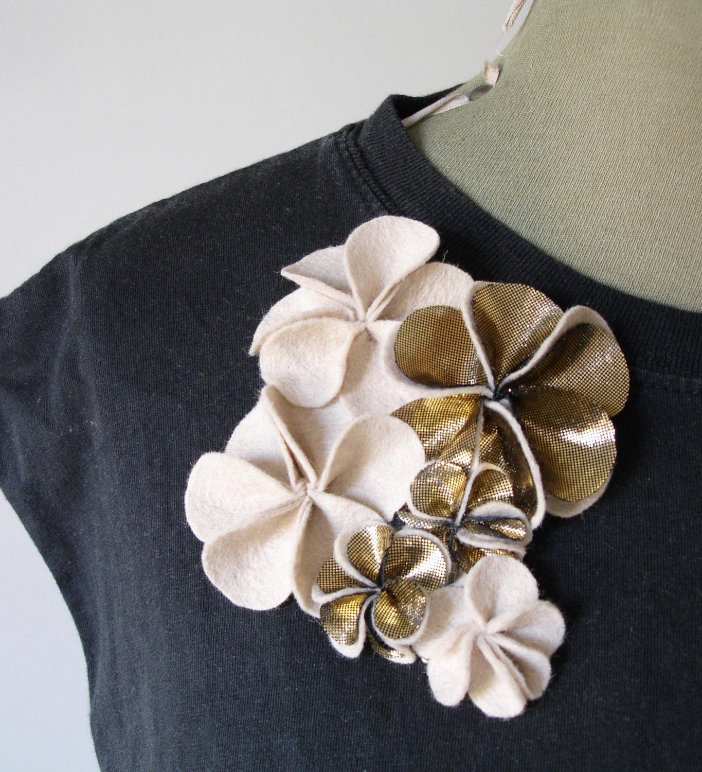 Pale Gold Mix corsage brooch, felt and lame