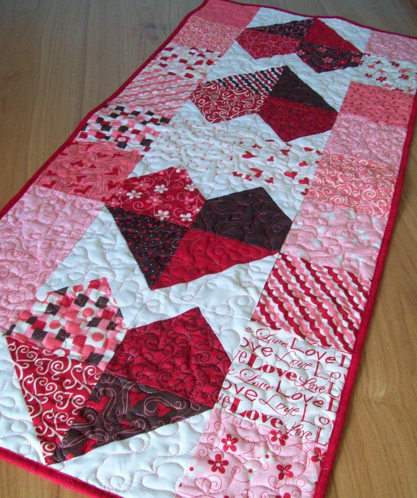 Valentine Table Runner Charming Hearts In Lamour By