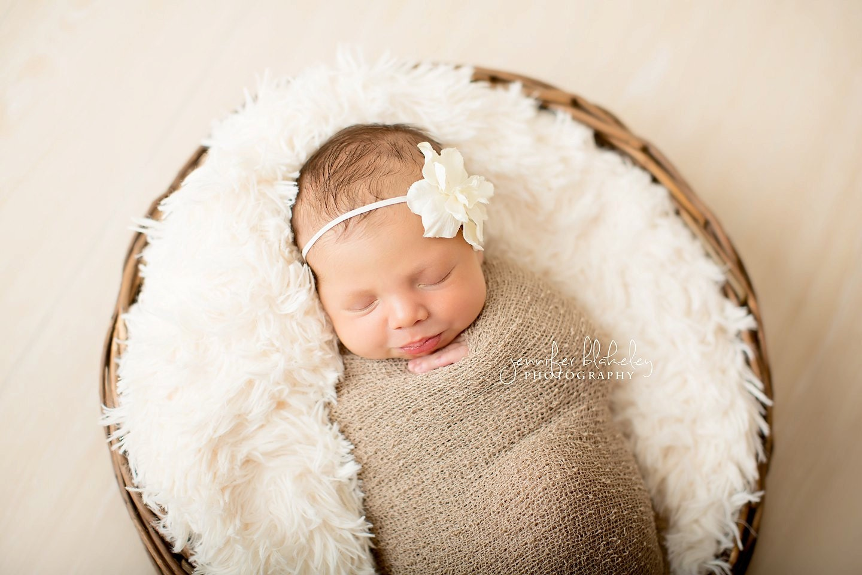 Simple Flower Headband in OFF WHITE - newborn photo prop - clickknits