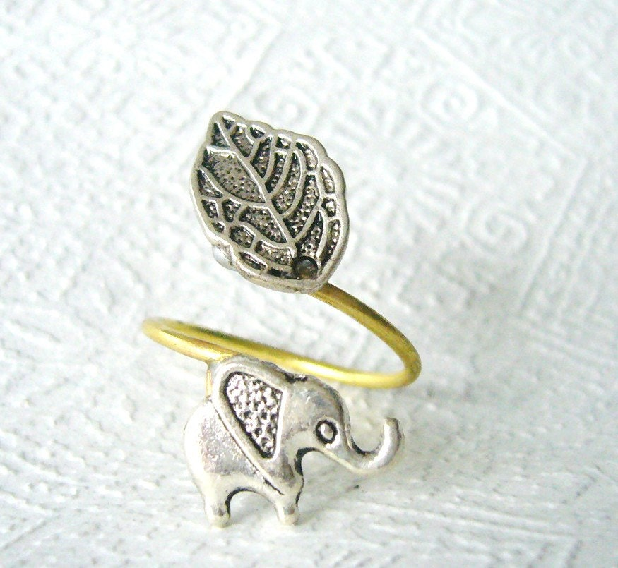 Silver elephant ring with a leaf
