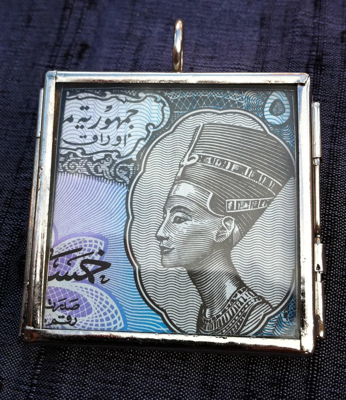 Glass Locket with Old Money No. 25 - Nefertiti