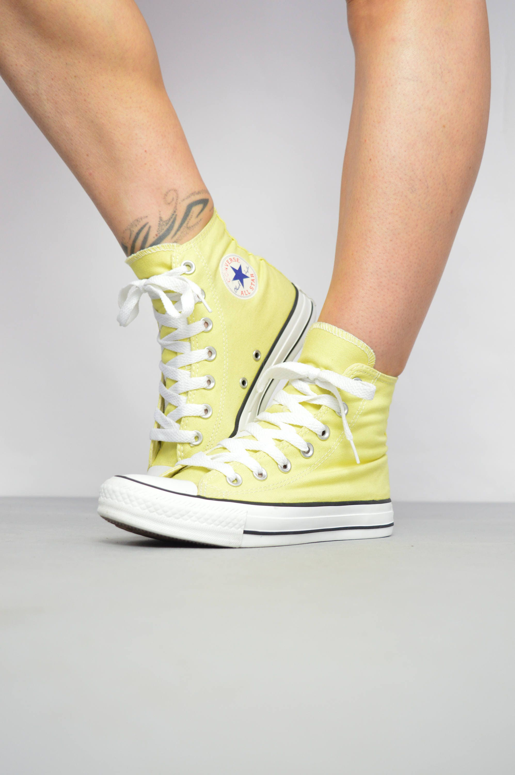 Vintage 90s Yellow Converse HiTops Chuck Taylor All Star Canvas Grunge Retro Preppy Label Size UK 4 EU 36.5 US Mens 4 Womens 6 cm 23