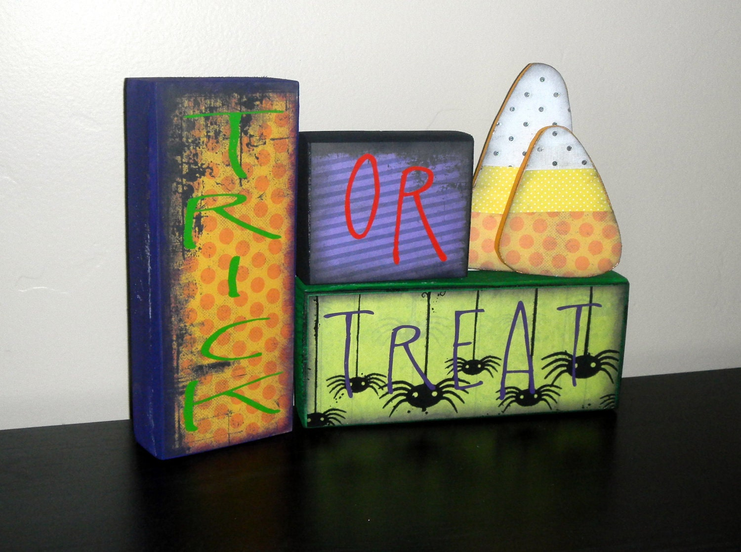 Trick or Treat - Halloween Decor