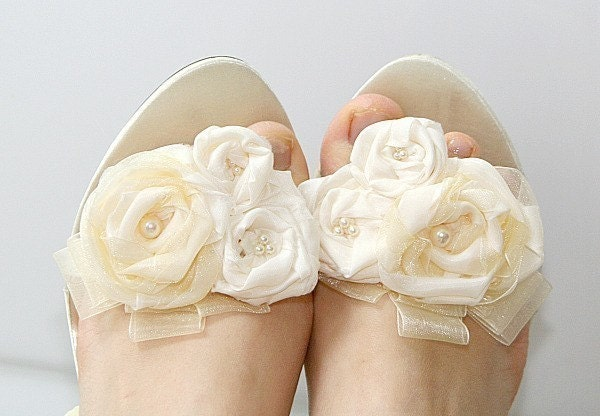 Caitlyn Vintage inspired ivory shoes clips with by jurgitahandmade from etsy.com