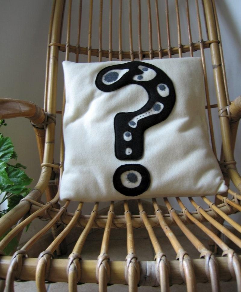 Вопросительный знак - Чехол в Восстановленный Эко Войлок: черного и серого на белый ванильный