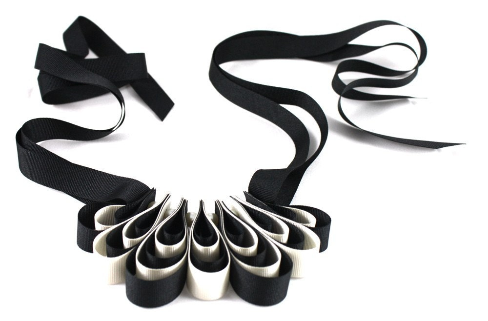 Abbellisca - Black and Cream Looped Ribbon Necklace
