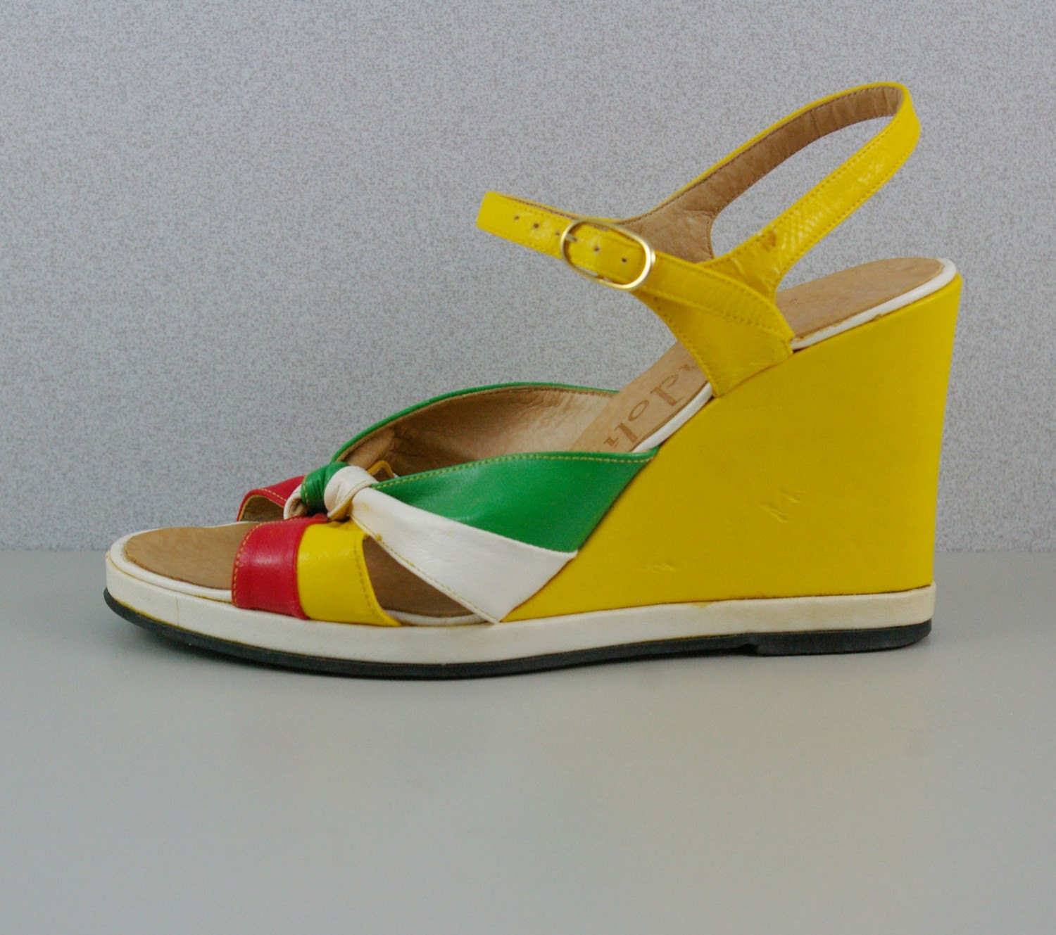 Sz 6 Vintage ITALIAN Summer Wedges by MariesVintage