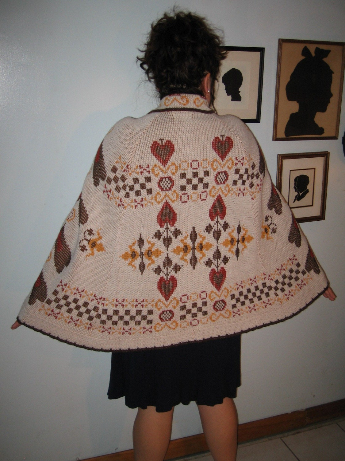 folk heart cape. peachypipes.
