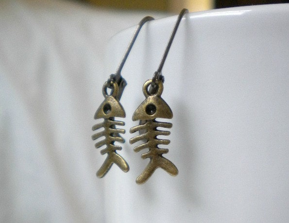 small-fish-bone-earrings-antique-brass