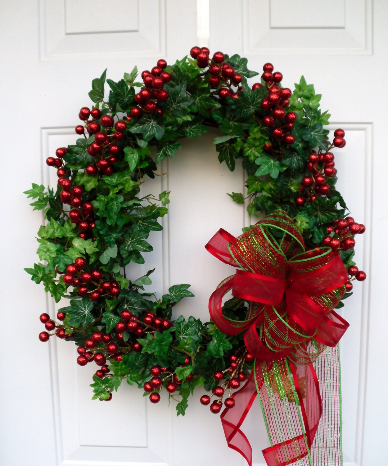 Amazing For Outdoor Wreaths, Use Lighter Shades Of Red And Green. You Can Use Gold  On The Outside As Well, Just To Give It That Little Something Extra.