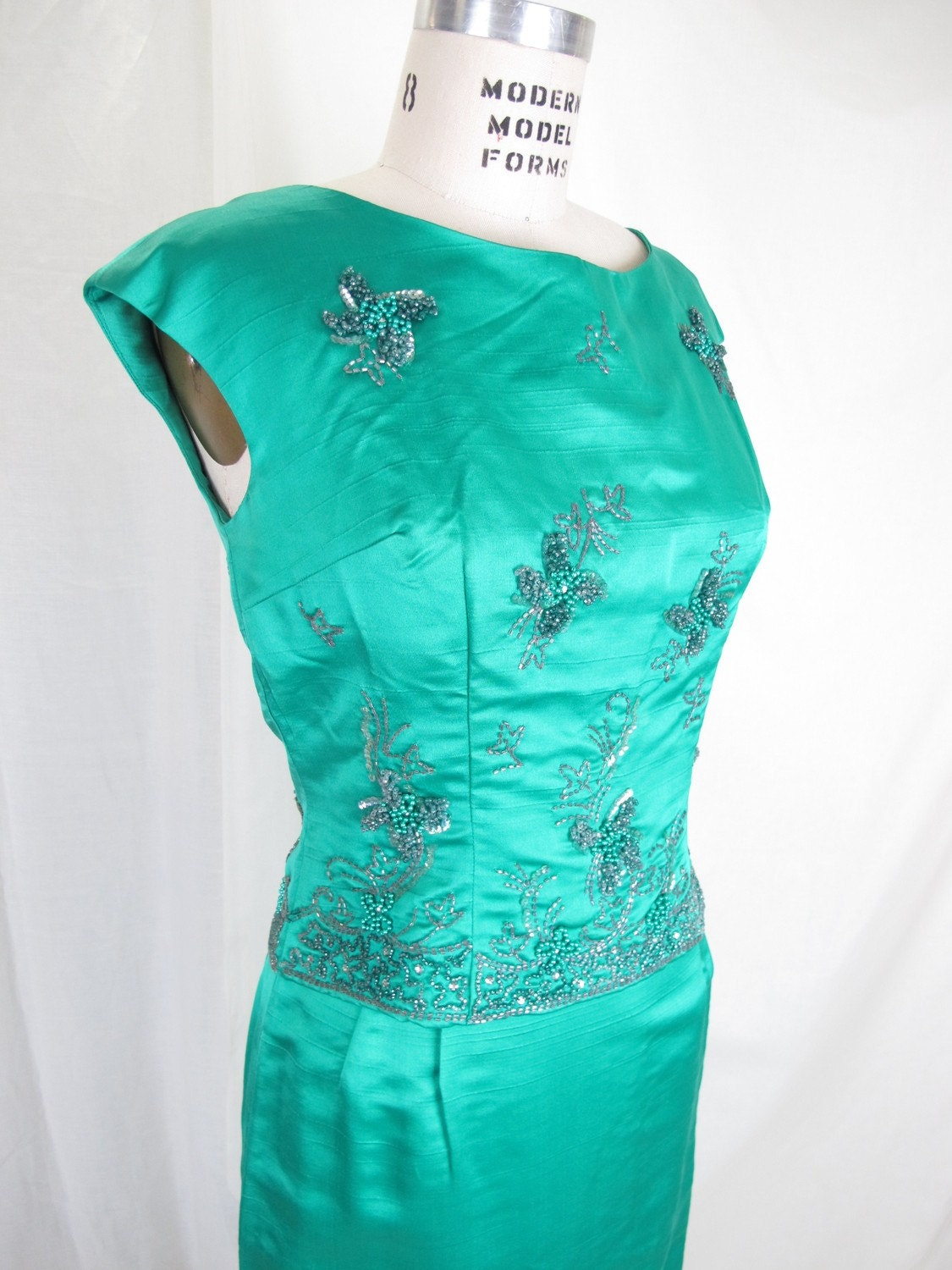 1960s emerald green sequined and beaded vintage dress
