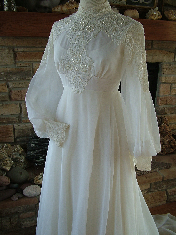 Old fashioned lace wedding dress 63