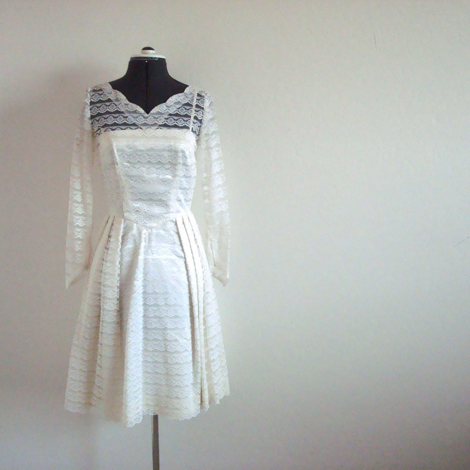 Vintage IVORY and LACE Dress