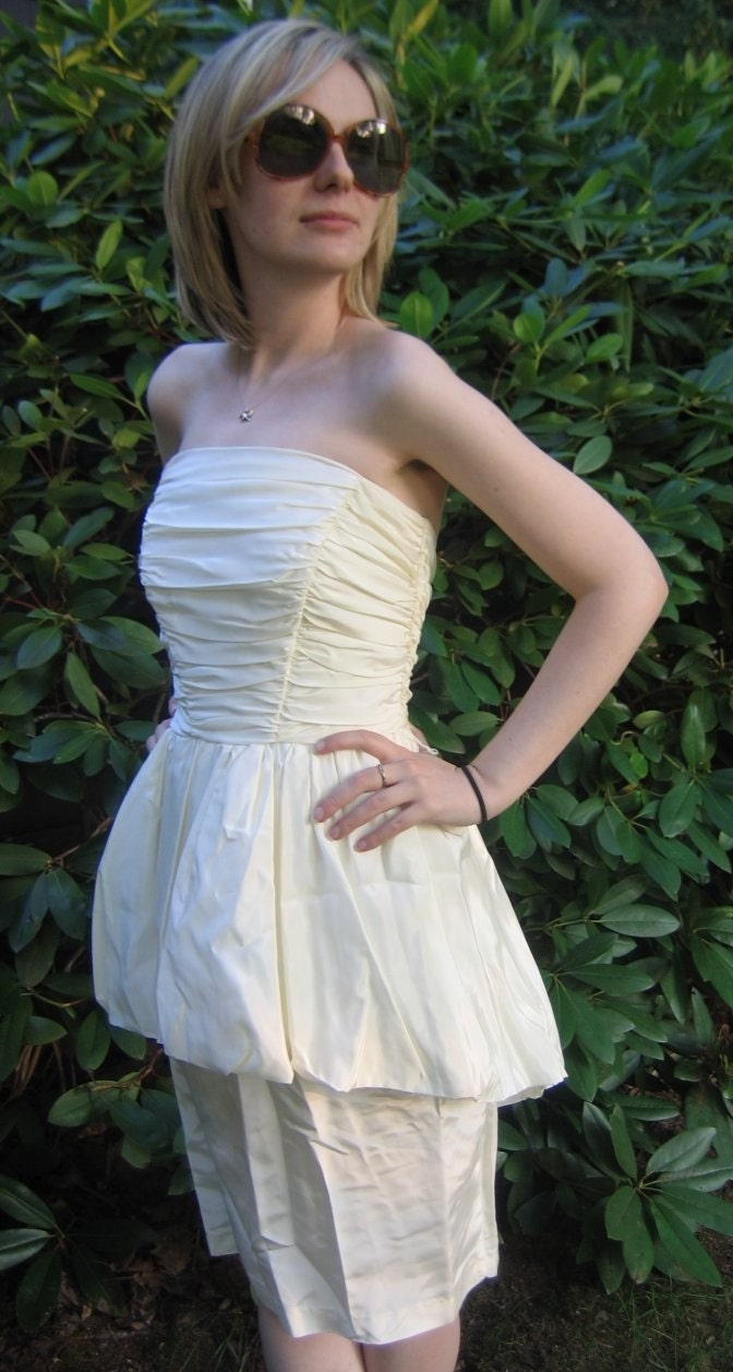 Vintage 80s 1980s Cream Asymmetric Bubble Ruffle Strapless Party Prom Dress XS