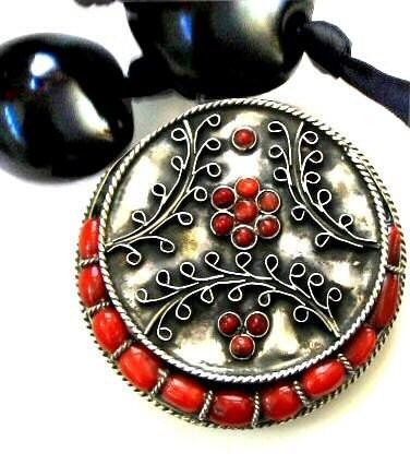Bộ lạc dân tộc bạc vòng cổ với Turquoise và hạt đen hạt kukui