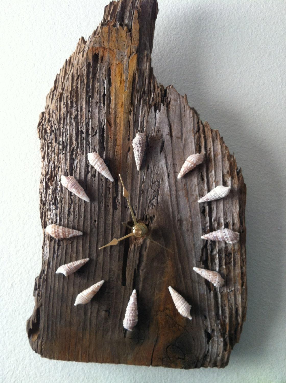 Поделка из дерева и камней