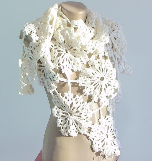 Ivory Daisy Triangle Shawl