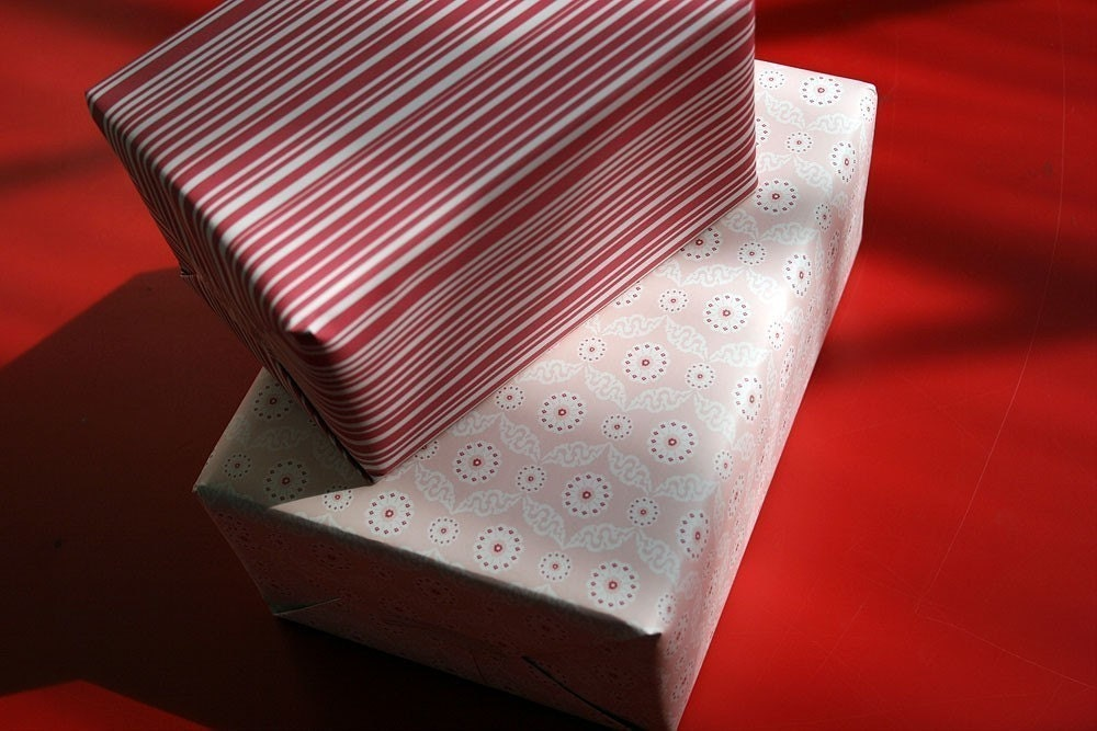 Madline Gift Wrap/Wrapping Paper. 100 percent post consumer recycled paper. 4 sheets. 971