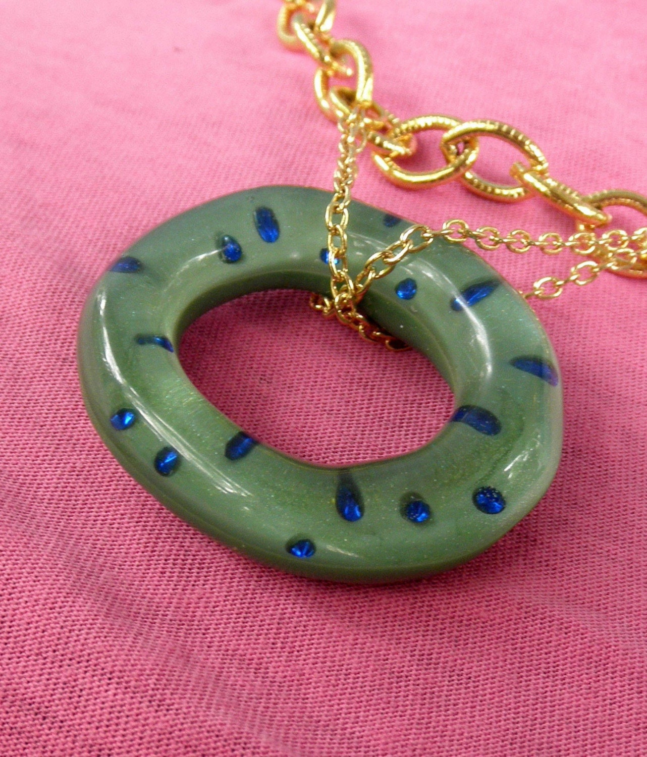 cast resin loop necklace - Toadstool