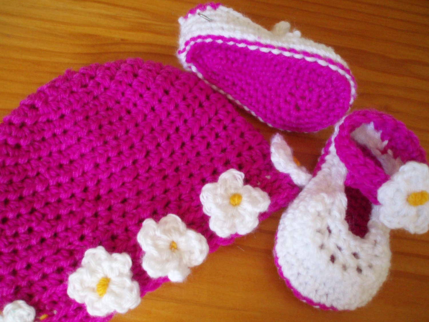 Crochet Pattern Spring Baby Booty Shoes and Hats - Littlewhiteduck