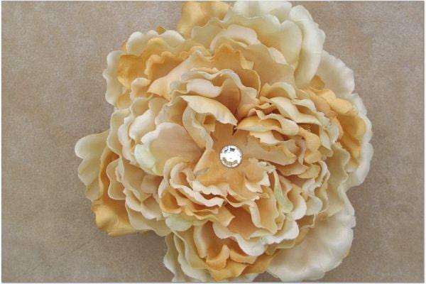 Creme Brulee Flower Clip