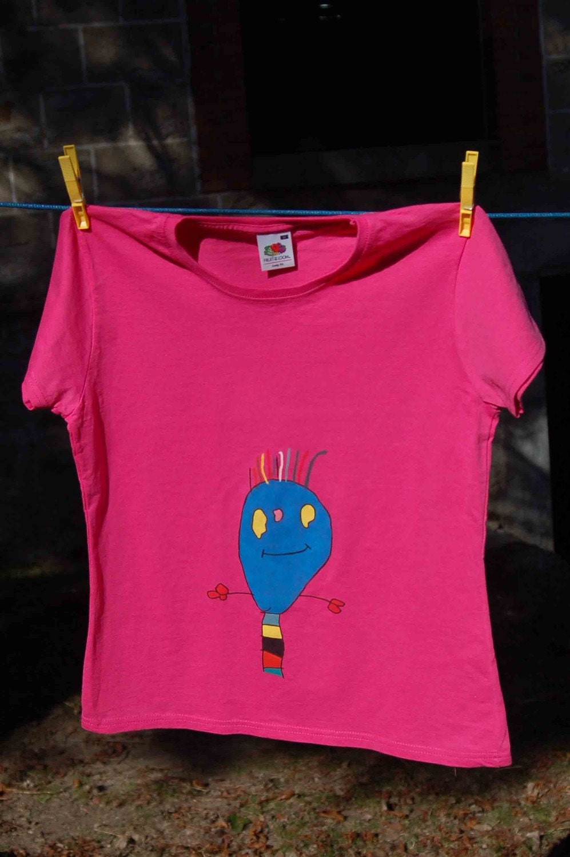 Happy Blue  Ant - Medium size, intense pink Woman Tshirt