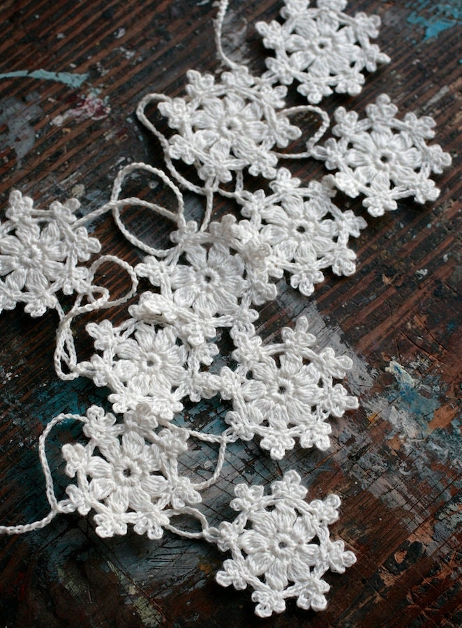 Crochet Garland - Small Doily Bunting -- Snowflake garland - white linen -- 10 snowflakes