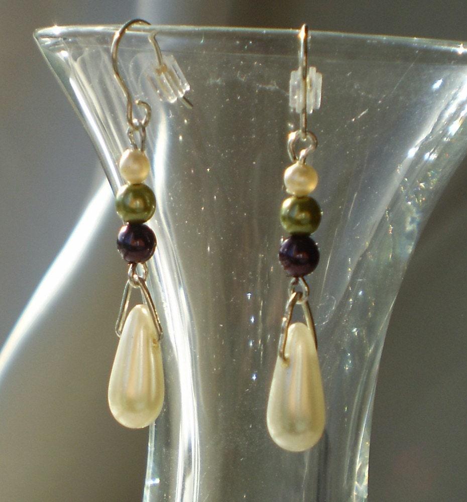 Pearl teardrop Earrings in white, green, purple