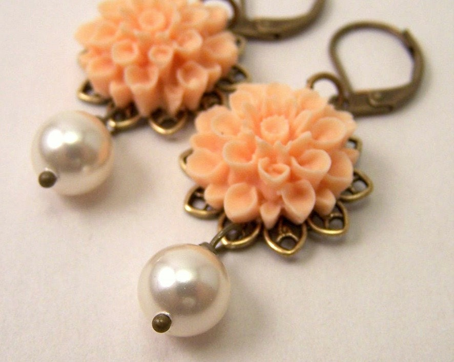 Yart Sale - Peach Mum dangle Earrings
