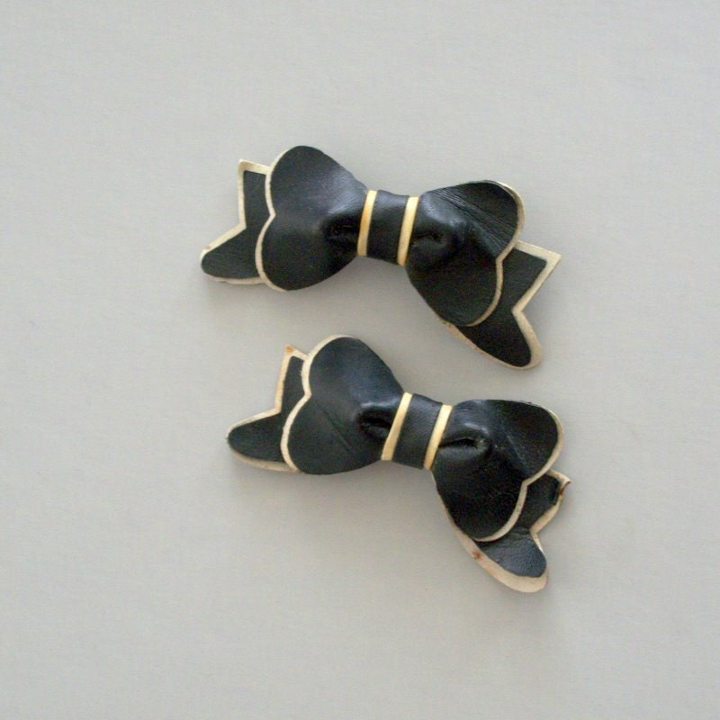 40s Black and Ivory Bow Shoe Clips. Leather.