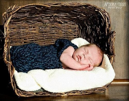 FREE SHIP (Babys Got the Blues).. adorable papoose / swaddler / cocoon / baby sack for parents and photographers