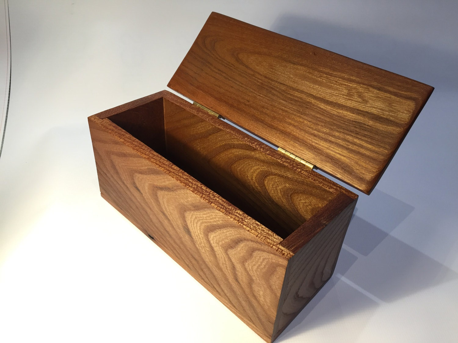 Handmade Cornish Elm Simple Wooden Keepsake Trinket Jewellery Box with hinged lid and live edge wood  Beautiful Grain Colours and Patterns