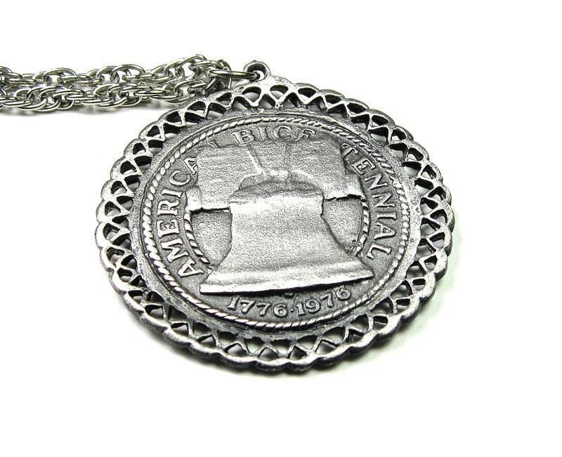 Vintage Commemorative American Bicentennial Pendant Necklace