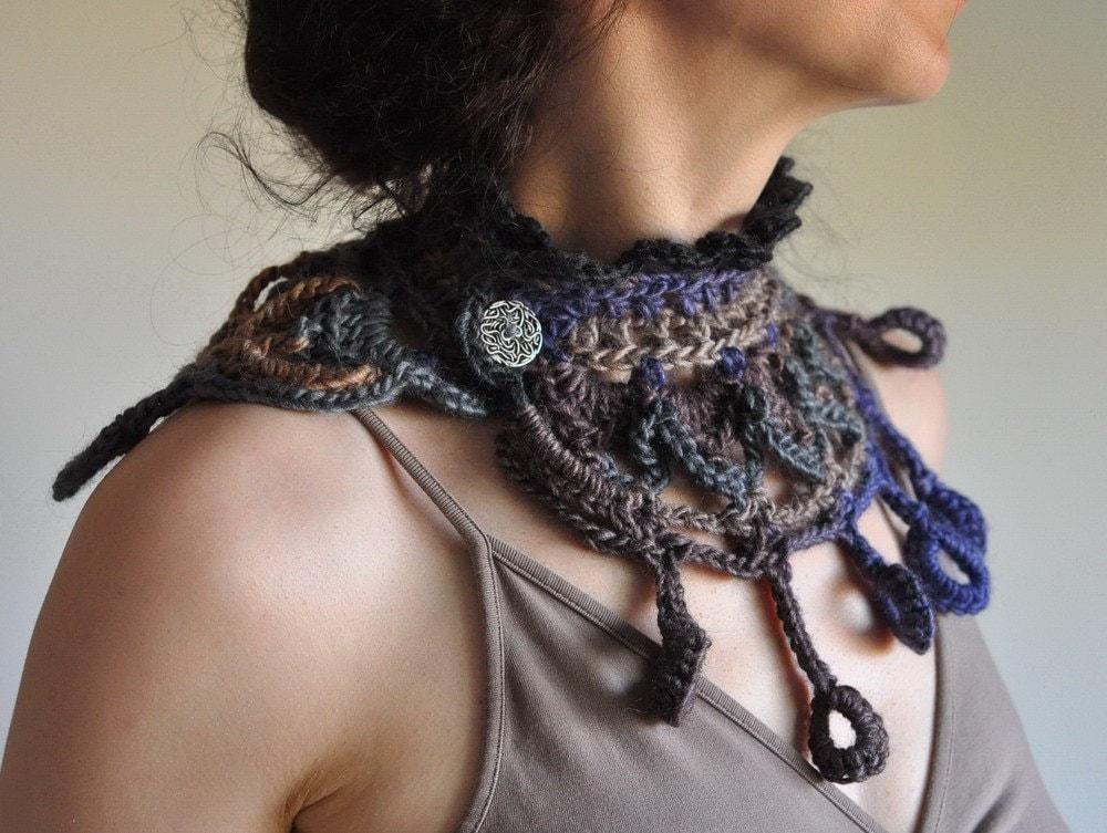 Ichtaca - ацтеков вдохновили вязаные воротником / ожерелье / волокно ювелирные изделия / волокно искусства / естественное содержание в грозовое небо и земля тонах